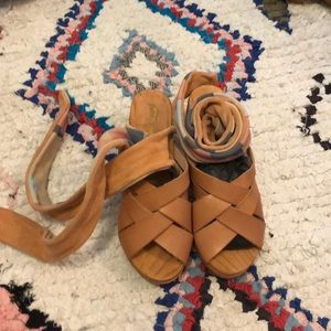 NWOT Free People Emmy Clogs